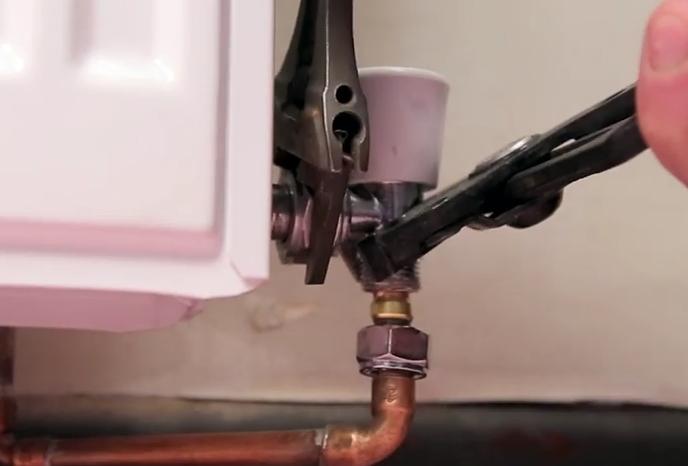 Fitting TRV's_4_Removing valve_2